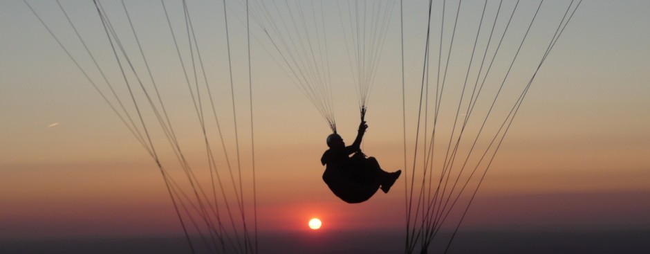 http://www.in-lumine.com/photo/work/paragliging/